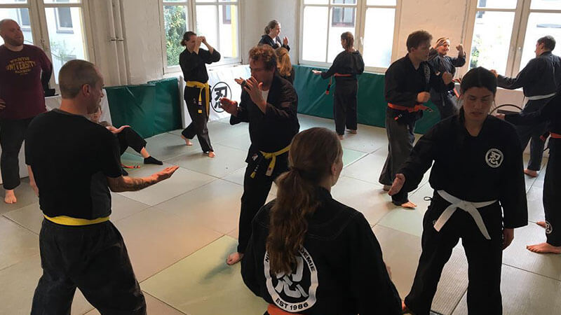 2c-Inhaltsseite-Kampfsport-Frauen-1